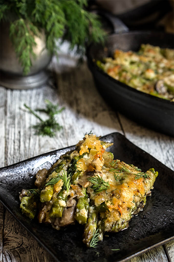 Asparagus mushroom gratin - layers of mushrooms, crème fraîche, and asparagus, dotted with Gruyère and Parmesan cheese, and lots of fresh herbs - a taste of spring in your mouth! | www.viktoriastable.