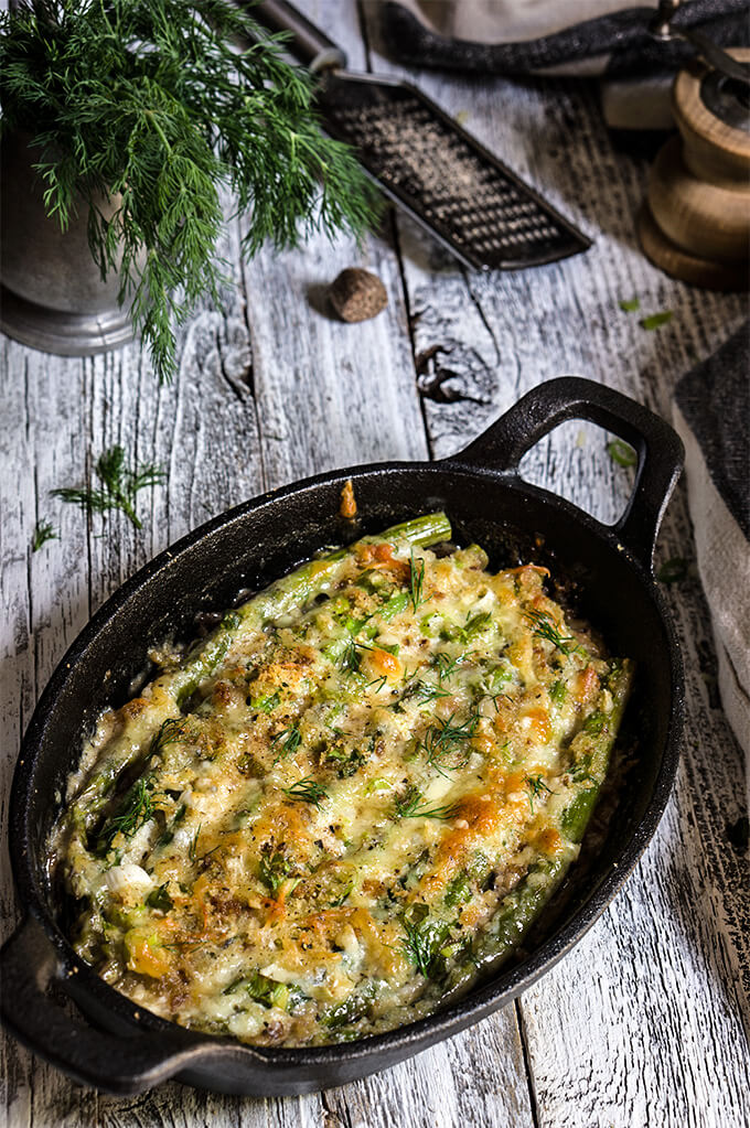 Asparagus mushroom gratin - layers of mushrooms, crème fraîche, and asparagus, dotted with Gruyère and Parmesan cheese, and lots of fresh herbs - a taste of spring in your mouth! | www.viktoriastable.com