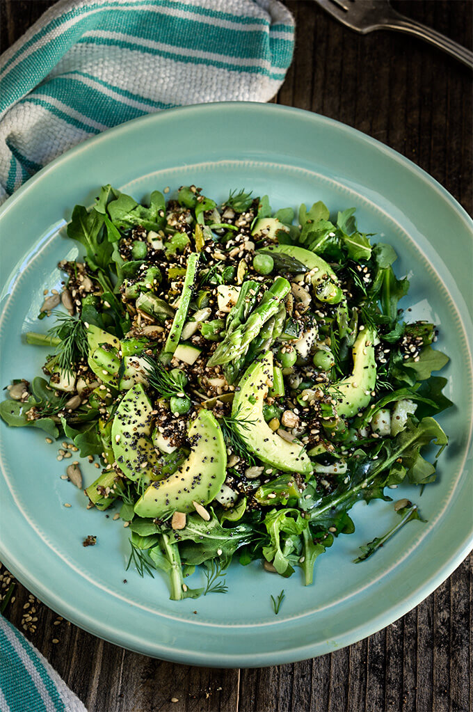 Seeds and greens kaniwa salad - this salad is all about the texture and fresh spring flavors - featuring 6 different seeds, including the superstar kaniwa seed, and crunchy green veggies, it's delicious and super nutritious. | www.viktoriastable.com