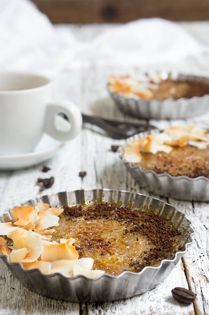 Coffee coconut quinoa brulee - freshly brewed espresso and coconut milk provide the flavoring for this quinoa breakfast, and a quick brulee on top gives it the perfect caramel crunchy topping!| www.viktoriastable.com