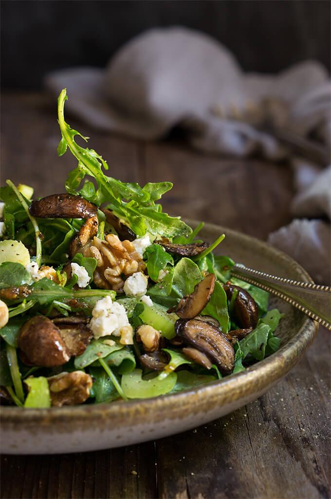 Mushroom and arugula salad {goat cheese and toasted walnuts ...