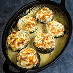 Stuffed mushrooms with prosciutto and ricotta, baked creamy pesto sauce | www.viktoriastable.com