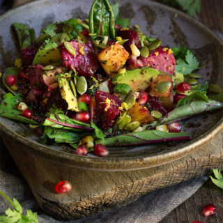 Roasted beets, pomegranate and kaniwa salad {corn + avocado}