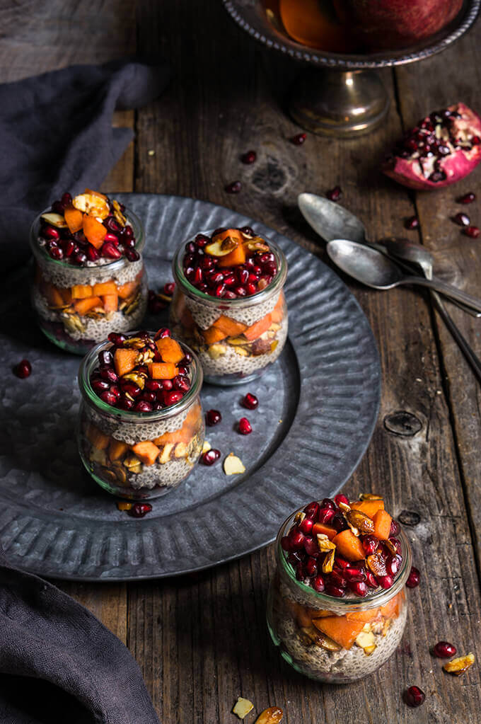 Maple cinnamon chia bowl - soft chia pudding, juicy persimmon and pomegranate, crunchy nuts - festive looking, and nutritios, this is the perfect seasonal breakfast. | www.viktoriastable.com
