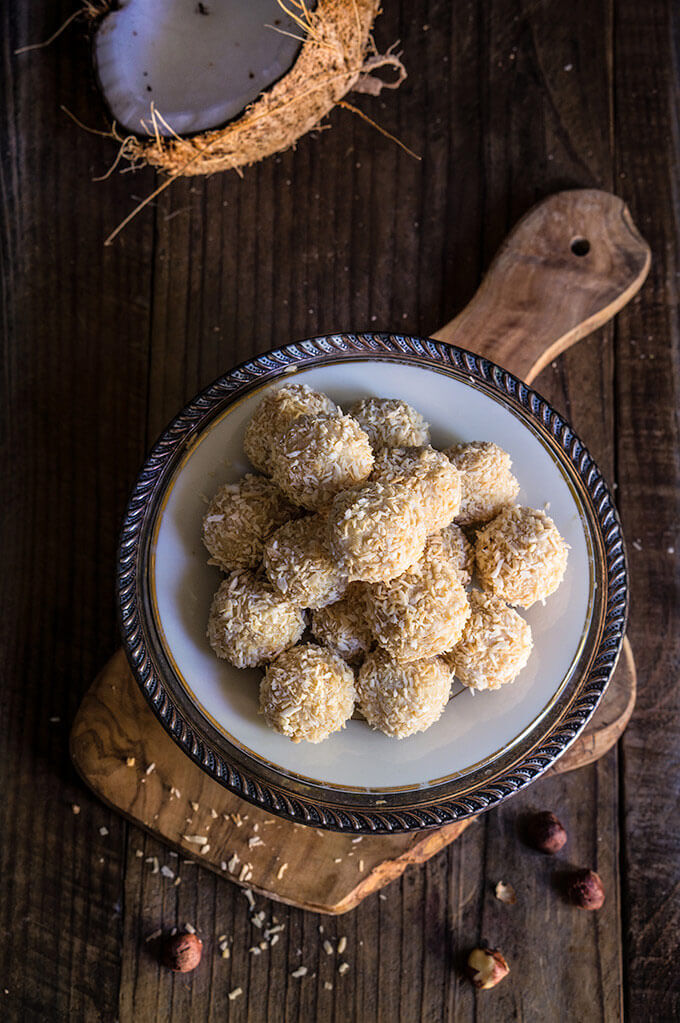 White chocolate coconut truffles - creamy, coconut filling, melt-in-your-mouth white chocolate, and a toasted hazelnut inside make these homemade Raffaello truffles an irresistible treat. | www.viktoriastable.com