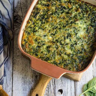 Smoky spinach rice casserole - this family favorite recipe is full of greens, yet tastes like comfort food, and will convert even picky eaters to spinach lovers. | ww.viktoriastable.com