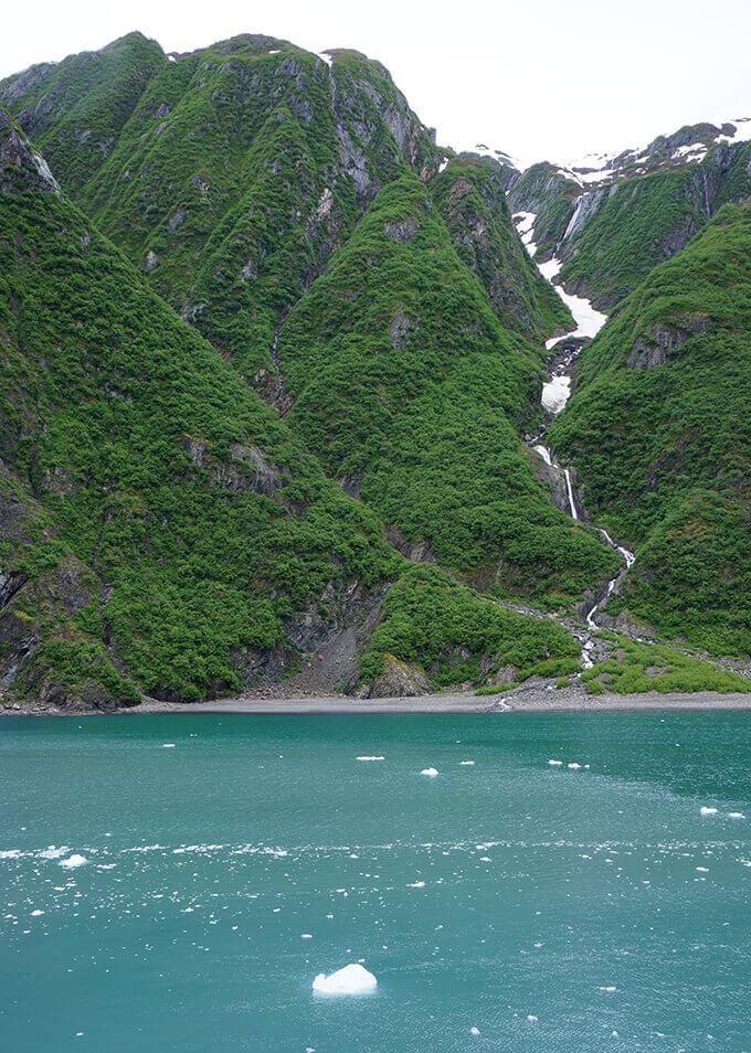 Into the wild Alaska - Seward boat cruise in Kenai Fjords National Park | www.viktoriastable.com