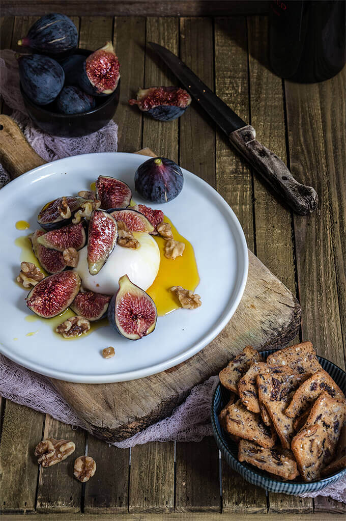 Figs with burrata, honey and salted walnuts | www.viktoriastable.com