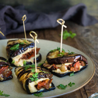 Eggplant hummus wraps with smoky tomato confit - loaded with creamy hummus, roasted smoky tomatoes, and chopped kalamata olives, these wraps taste amazing, and are the perfect summer meal or appetizer. | www.viktoriastable.com